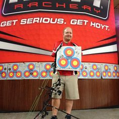 Congrats to Matt Stutzman on a perfect 300 Vegas score without arms! So proud of you Matt! Hoyt Archery, Archery Accessories, Bowhunting, Vegas, The Incredibles, Bows, Inspirational, Arches, Archery Hunting