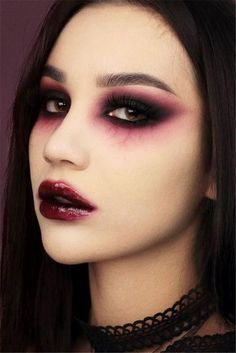 42 Glam and Sexy Vampire Makeup Ideas 2019 Dark and powerful make up! I love Halloween Creepy Halloween Makeup, Halloween Eyes, Halloween Looks, Halloween Costumes, Diy Costumes, Diy Halloween, Vampire Costumes, Pirate Costumes, Simple Halloween Makeup