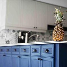 Napoleonic Blue Kitchen Cabinets Beautiful Gorgeous Cabinetry Makeover by Quebec Canada Annie Sloan Stockist Chalk Paint Kitchen Cabinets, Kitchen Cabinets Pictures, Kitchen Paint, Painting Cabinets, Annie Sloan Kitchen Cabinets, Blue Kitchen Cabinets, Kitchen Cabinet Colors, Julie's Kitchen, Kitchen Decor