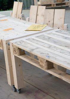 Bekijk de foto van iwood met als titel pallet tafels op wielen en andere inspirerende plaatjes op Welke.nl.