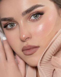 Instagram Beautiful Blonde Girl, Beautiful Lips, Lipstick Shades, Make Up, Eyes, Girl Face, Angeles, Jewelry, Instagram