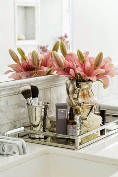 40 Beautiful Bathroom Vanity Tray Decor Ideas Your tray is nearly finished. If it comes to locating the correct size tray there are lots of choices. Both kept neat, organized trays in addition to their furniture where they lined up… Continue Reading → Bathroom Counter Decor, Bathroom Styling, Bathroom Trays, Washroom, Elegant Bathroom Decor, Feminine Bathroom, Bathroom Accents, Silver Bathroom, Bathroom Countertops