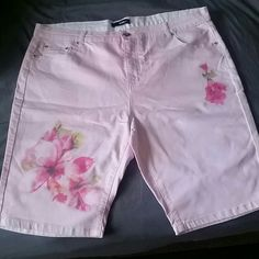 Cute Light Pink Floral Bermuda Shorts Never worn before floral Bermuda shorts that are very cute and can be worn in the spring or for the summer , the material is the same as regular denim shorts. Shorts Bermudas