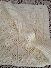 Embroidered baby blanket in cream  Κεντημένη κουβέρτα για μωρά σε μπεζ Baby Blankets, Knit Crochet, Knitting, Tricot, Cast On Knitting, Chrochet, Stricken, Weaving, Baby Quilts