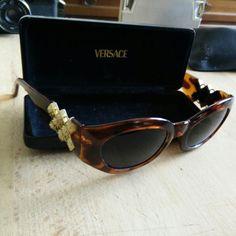 90s Versace mod. 420/d medusa sunglasses with original vintage medusa case