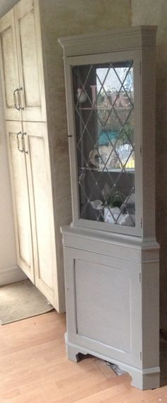 French corner display unit (4 photos) French style corner unit , painted in Annie Sloan french linen , beautiful piece of furniture would compliment any room £65