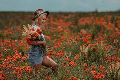 Dupa 6 ani de fotografie, am reusit, in sfarsit, sa realizez prima sedinta foto intr-un camp de maci. Am fost norocos ca modelul meu sa fie Sasha Borona si feelingul meu este ca am facut o echipa buna! Sedinta foto s-a desfasurat intr-un camp de maci din localitatea Buftea #photoshooting, #spring, #poppies, #poppiesphotoshootingideas, #beauty, #lovelygirl, #photoshootingideas #redflowers #girlwithhat, #photographer #maci, #sedintafotomaci #campcumaci Hipster, Style, Fashion, Atelier, Swag, Moda, Hipsters, Fashion Styles, Hipster Outfits