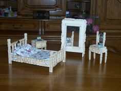 Ice Lolly Stick Crafts, Popsicle Crafts, Craft Stick Crafts, Diy Barbie Furniture, Handmade Furniture, Dollhouse Furniture, Wooden Clothespin Crafts, Clothespin Dolls, Homemade Barbie House