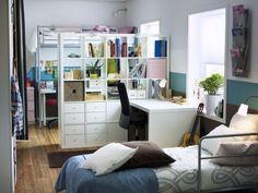 idée séparation pièce chambre enfant avec lit mezzanin et étagères de rangement au milieu
