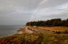 Regnbuen viser hen til guldet - tæt ved Nymølle Teglværkshavn, oktober 2016 - taget med IPhone 5