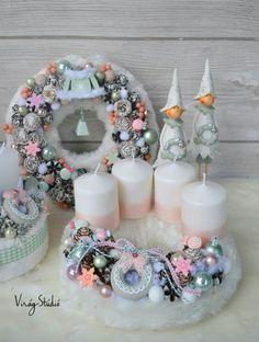 Christmas Advent Wreath, Handmade Christmas Decorations, Xmas Wreaths, Christmas Gift Box, Xmas Decorations, Christmas Time, Christmas Crafts, Candle Centerpieces, Christmas Centerpieces