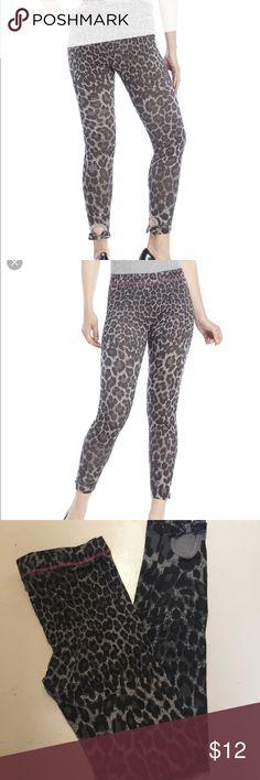 Betsey Johnson Leopard Peekaboo Ankle Leggings NWOT. Excellent condition. Size M/L Betsey Johnson Pants Leggings