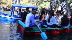 Paseando en lancha  y tirándose clavados en el lago de Camécuaro