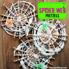 These Spider Web Pretzels are an easy Halloween treat that your kids will love to help you make. Make some for your next Halloween Party! halloween snacks Spider Web Pretzels - Easy Halloween Treat for Kids Halloween Breakfast, Healthy Halloween Treats, Halloween Office, Halloween Treats For Kids, Halloween Activities For Kids, Halloween Desserts, Halloween Cakes, Halloween Fun, Youth Activities