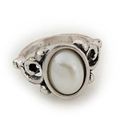 Napoli Ring- size 6-9 A large pearl set in antique silver detail gives this ring a regal flair. $29 #napoli #yourstylemialisia