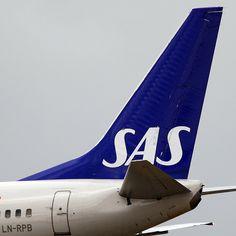 SAS tarjoaa mahdollisuuden korvata lennoista aiheutuneet ympäristöhaitat. Lentoyhtiö on mukana The Carbon Neutral Companyn projektissa päästöjen vähentämiseksi. Käytännössä matkustajan rahat menevät siis erilaisiin ympäristöprojekteihin, kuten esimerkiksi tuulivoimaloiden kehittämiseen.