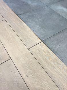 Betonlook tegels antraciet gecombineerd met houtlook tegels.