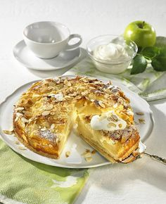 Apple cream cake with almond crust - Our popular recipe for apple cream cake with an almond crust and over other free recipes LEC - Healthy Cake Recipes, Apple Recipes, Quark Recipes, Healthy Drinks, Almond Crust Recipe, Low Fat Cake, Popular Recipes, Free Recipes, Food And Drink