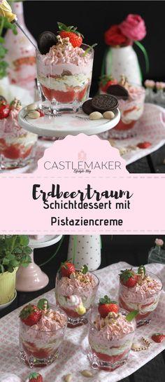Das Schichtdessert mit Erdbeeren und Pistazien ist so lecker und zudem noch low carb tauglich, wenn man anstatt Kokosblütenzucker Xucker verwendet und die Kekschen weglässt. Die Erdbeercreme und die Pistaziencreme befinden sich auf einer Schicht Erdbeerpüree und werden von einer Erdbeeren und gehackten Pistazien gekrönt. Das leckere Erdbeerrezept gibt es auf meinem Blog.  #rezept #erdbeeren #pistazien #schichtdessert im glas Sweet Bakery, Healthy Cake, Mom Day, Low Carb Desserts, Finger Foods, Panna Cotta, Snacks, Anstatt, Ethnic Recipes