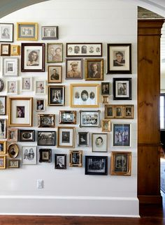 displaying family pictures, family pictures on wall, o Family Pictures On Wall, Display Family Photos, Old Family Photos, Family Wall, Family Photo Walls, Collage Pictures On Wall, Picture Frames, Hanging Pictures, Exposition Photo