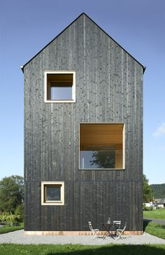 Blackened timber house by Bernardo Bader Architekten (Architecture) Facade Architecture, Residential Architecture, Contemporary Architecture, Modern Barn, Modern Farmhouse, Wooden Facade, Timber Cladding, Timber House, Black House