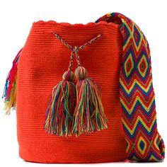 comprar bolso wayuu en madrid, wayuu, croche, bolsos hecho a mano, producto artesanal, bolsos tribales, tribalchic, tribal, bolso artesanal, bolso wayuu, bolsos wayuu, algodon, colombia, bolsos, hecho a mano Trendy Accessories, Bag Accessories, Crochet Handbags, Cotton Thread, Everyday Outfits, Hand Knitting, Bucket Bag, Knit Crochet, Pouch