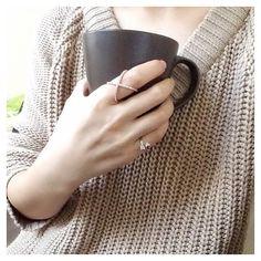 Cozy Sweaters & Warm #Coffee  #ALEXMIKA Criss Cross #Ring | alexmikajewelry.com #butfirstcoffee #goodmorning #morning