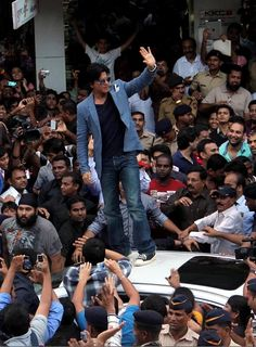 23 Times when Shah Rukh Khan made his fans feel super-special!
