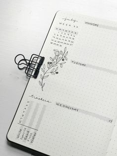 This post is all about Bullet Journal Minimalist Ideas. Bullet Journal School, Bullet Journal Aesthetic, Bullet Journal Writing, Bullet Journal Themes, Bullet Journal Inspo, Bullet Journals, Bullet Journal Weekly Spread Ideas, Bujo Weekly Spread, Bullet Journal Timetable