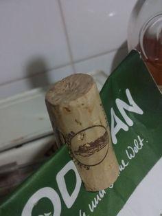 Upcycling: Verpackungsklammer plastikfrei aus einem Weinkorken