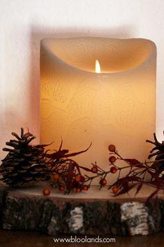 Décorez vos tables de rondins, c'est la tendance 2018 ! Bougie Led, Decoration Table, Candle Holders, Tables, Christmas Tabletop, Noel, Mesas, Porta Velas, Candlesticks