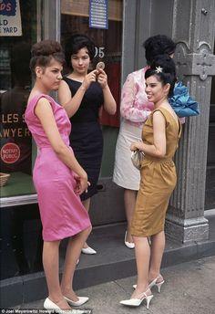 Retro Fashion New York City 1963 Photo by Joel Meyerowitz - Retro Mode, Vintage Mode, Vintage Style, Vintage Decor, Retro Vintage, Vintage New York, Color Photography, Vintage Photography, Fashion Photography