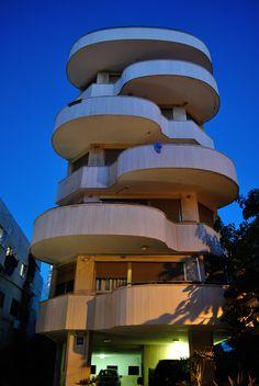 Share- Bauhaus architecture