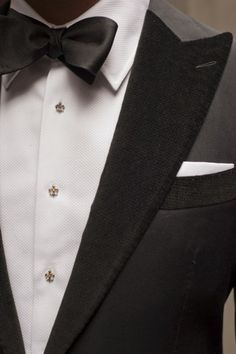 The tuxedo is a classic look for the groom for a formal or black tie theme but there are many ways to modernize the tux to fit in with your personal style. Der Gentleman, Gentleman Style, Sharp Dressed Man, Well Dressed Men, Wedding Tux, Wedding Album, Wedding Wishes, Wedding Bells, Wedding Planner