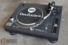 Your eyes do not deceive you — that's a Technics right there. Biz Markie rocked them at the Crotona Park Jams. Read on for the full story. Technics Hifi, Technics Turntables, Record Player Tattoo, Record Players, Dj Equipment For Sale, Audio Equipment, Vinyl Music, Vinyl Records, Arduino