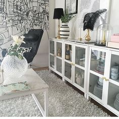We are obsessed with @inredninggochdesign living room. Three ASAA vitrine next to each other and well decorated make the living room very elegant and beautiful