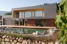 La casa passiva (dal tedesco Passivhaus) è una casa che in sostanza non ha bisogno o quasi di un sistema di riscaldamento. Il suo fabbisogno energetico è soddisfatto principalmente ricorrendo a dispositivi passivi.