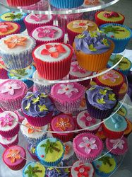 Steal the centre stage with these colourful cupcakes
