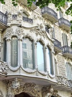 Bay window - Paris style.