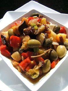 La caponata! L'essayer, c'est l'adopter! 5.0/5 (4 votes), 2 Commentaires. Ingrédients: La caponata Préparation : 30 mn Cuisson : 30 mn A préparer à l'avance : se mange froid Il faut 4 aubergines 2 poivrons rouges 4 tomates ananas 2 branches de céleri 2 oignons 50 g de raisins secs 30 g de pignons 100 g d'olives vertes 40 g de câpres 6 càs d'huile d'olive 5 cl de vinaigre 1 morceau de sucre sel et poivre