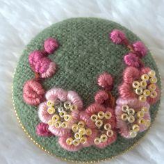 刺繍ブローチL 紅梅