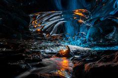 43.Ice+cave+in+Vatnajokull,+Southeast+Iceland.