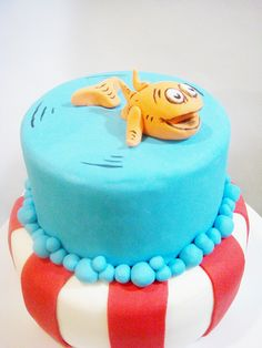 His first Birthday . And first taste of sugar Dr Seuss Cake, Dr Suess, Kids Party Themes, Party Ideas, Cupcake Cakes, Kid Cakes, Cupcakes, Dr Seuss Baby Shower, Jungle Cake