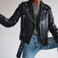 Fall outfit leather jacket jeans grey shirt gold necklace biker jacket 122 perfect fall outfits for college page 23 decor homydepot com Outfit Jeans, Outfit Leather Jacket, Jean Jacket Outfits, Jeans Outfit Summer, Jacket Jeans, Moto Jacket, Biker Jackets, Vintage Leather Jacket, Grey Shirt Outfits