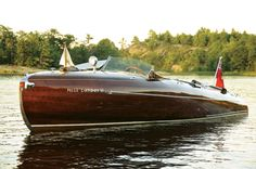 That's art! - 24 Foot 1939 Greavette Streamliner. Beautiful boat!