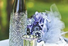 Glitzy Great Gatsby Inspired Wedding Table - diy wine bottles and jars? Glitter Wine Bottles, Wedding Wine Bottles, Champagne Bottles, Great Gatsby Wedding, Gatsby Theme, Wine Bottle Centerpieces, Diy Centerpieces, Wedding Table, Diy Wedding