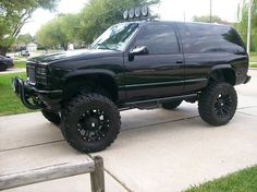 lovely, minus the rims. Lifted Chevy Trucks, Gm Trucks, Cool Trucks, Pickup Trucks, Yukon Truck, 2 Door Tahoe, Trailblazer Ss, Suv 4x4, Chevrolet Tahoe