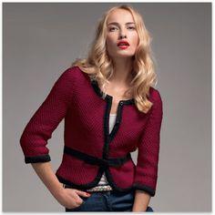 Modèle gratuit de veste structurée et gansée, nœud formé par pliage, tricotée en point reliefé sur l'envers pour un aspect tissé.