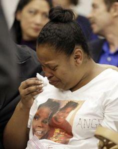 Nailah Winkfield, mother of Jahi McMath, cries before…