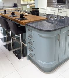 Decoration Kitchen - Contemporary kitchen island design in blue, with curved units, inset wooden brea. Kitchen Island Raised Bar, Kitchen Island With Granite Top, Build Kitchen Island, Kitchen Island With Seating, Kitchen Islands, Kitchen Peninsula, Granite Kitchen, Kitchen Bar Design, Interior Design Kitchen